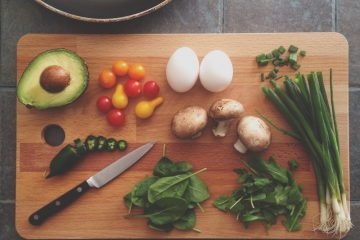 Dietitians: Cutting board with vegetables
